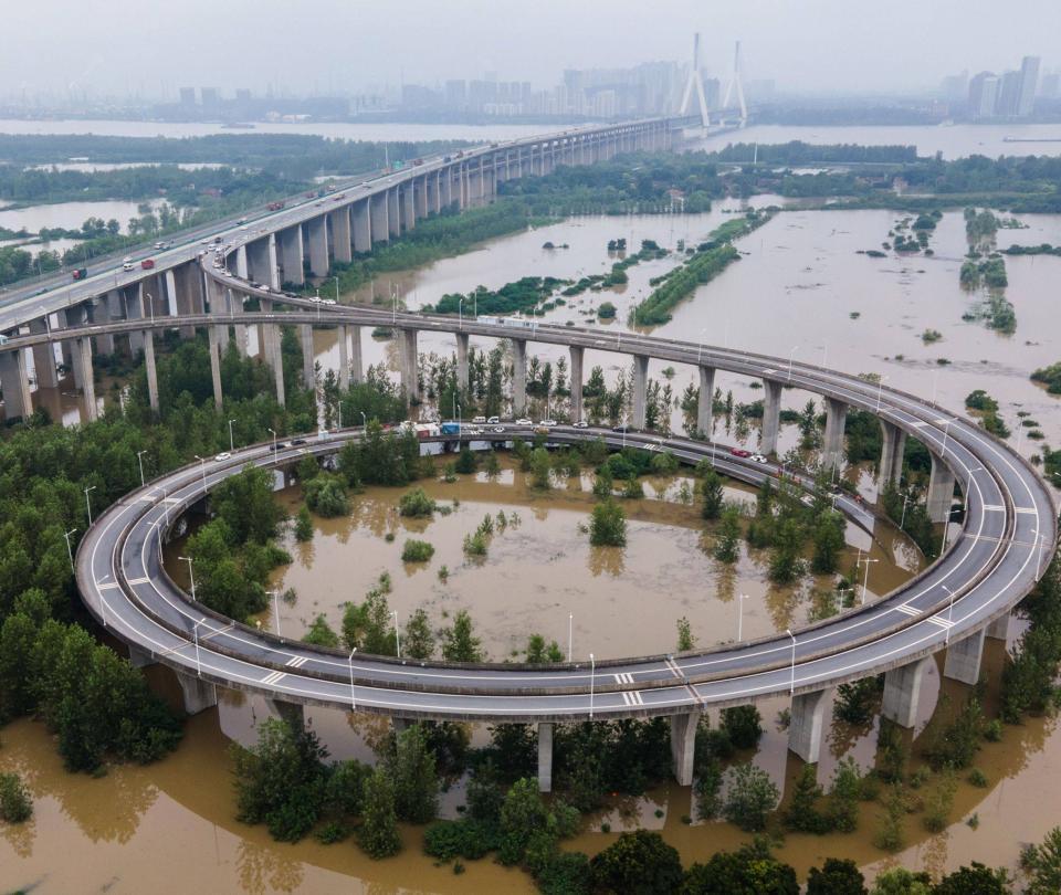 Tras el impacto del covid-19, las inundaciones amenazan a Wuhan