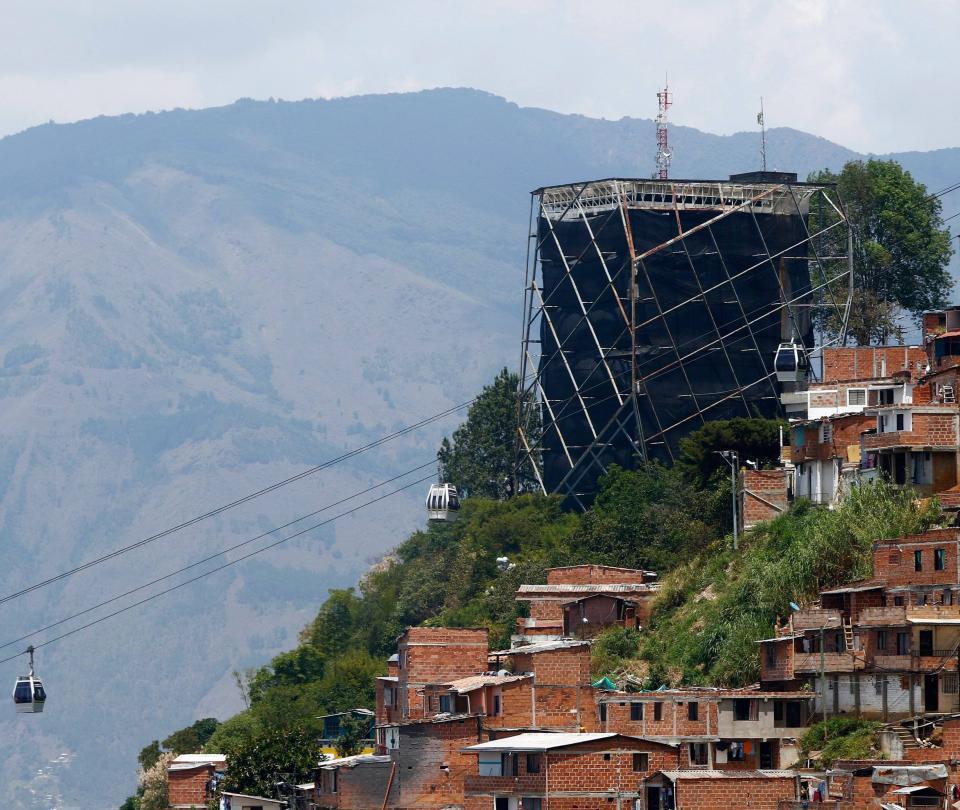 Antioquia tiene 95 elefantes blancos, dice la Contraloría General