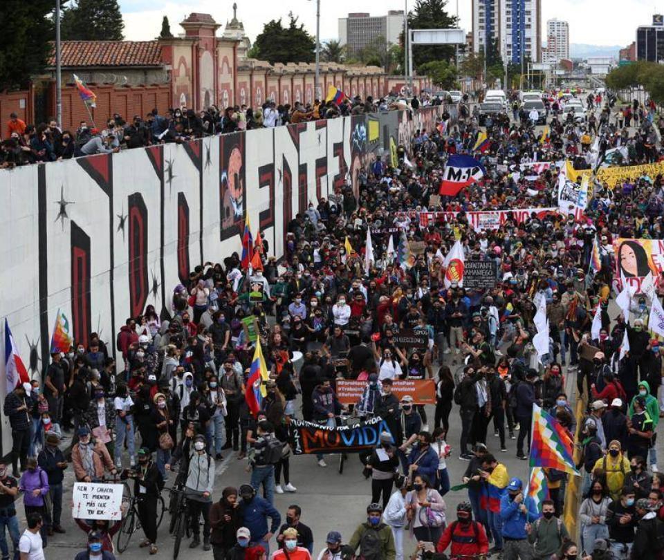 Primera gran marcha tras cuarentena, sin mayores disturbios
