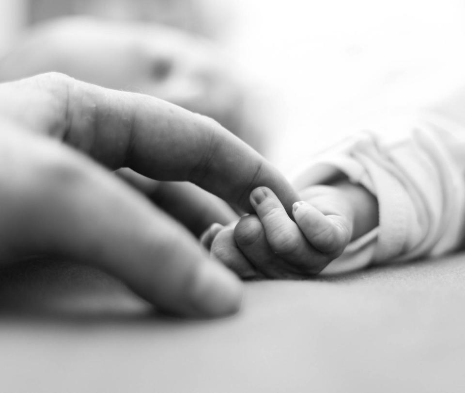 Salvaron a bebé de mujer embarazada muerta a bala en Buenaventura