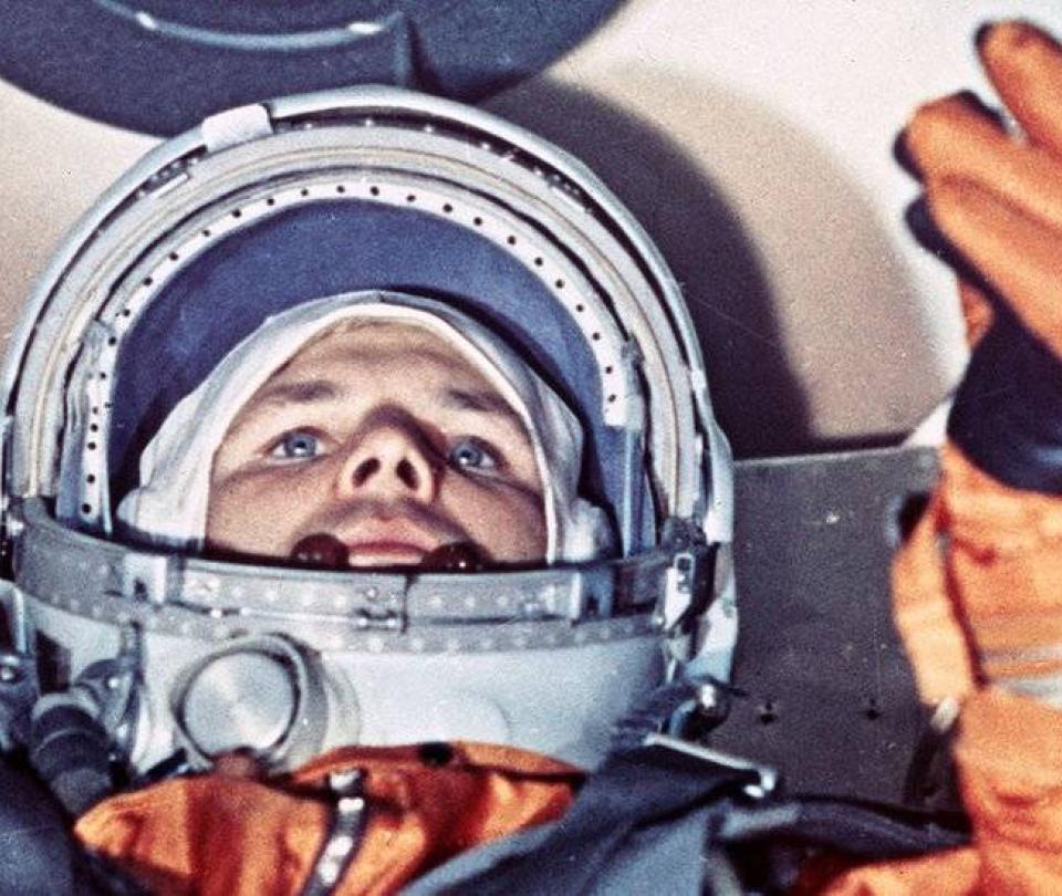 ¿Por qué los astronautas rusos orinan en un neumático antes de viajar?