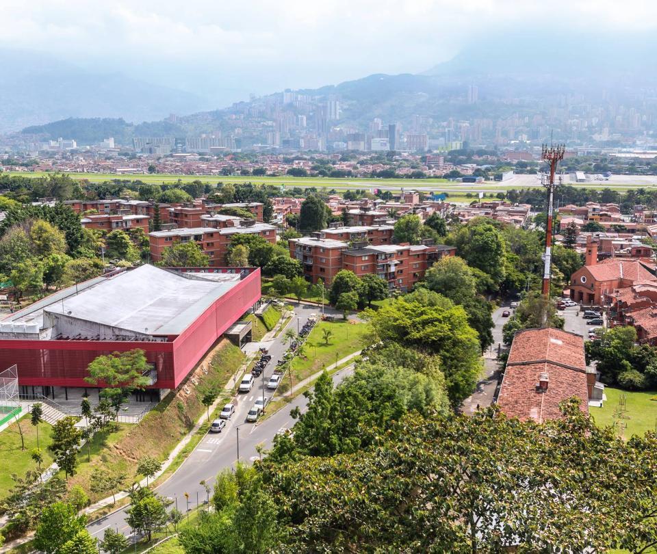 Capturan a 22 policías en Medellín por nexos con delincuentes