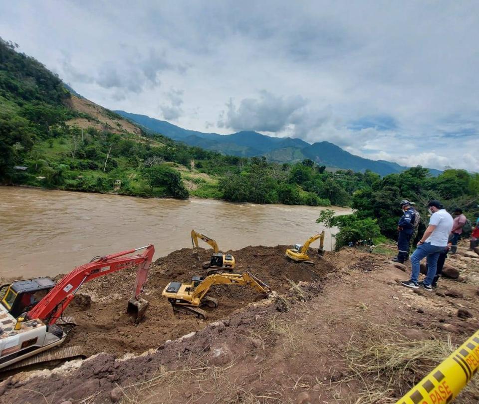 Rescatan cuatro cuerpos de mineros atrapados en Caldas