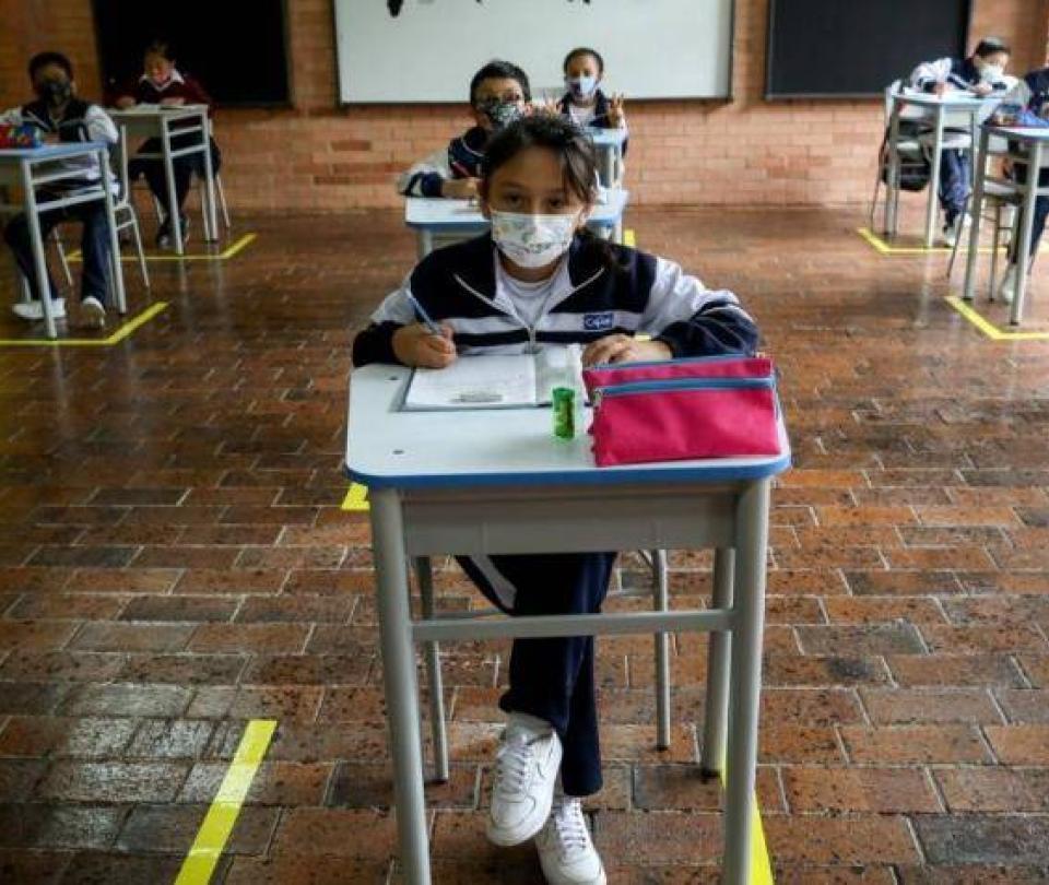 Suspenden clases con alternancia en 34 municipios de Valle por covid