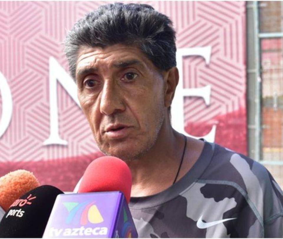 Exfutbolista Jorge Comas es acusado de golpear a una adulta mayor