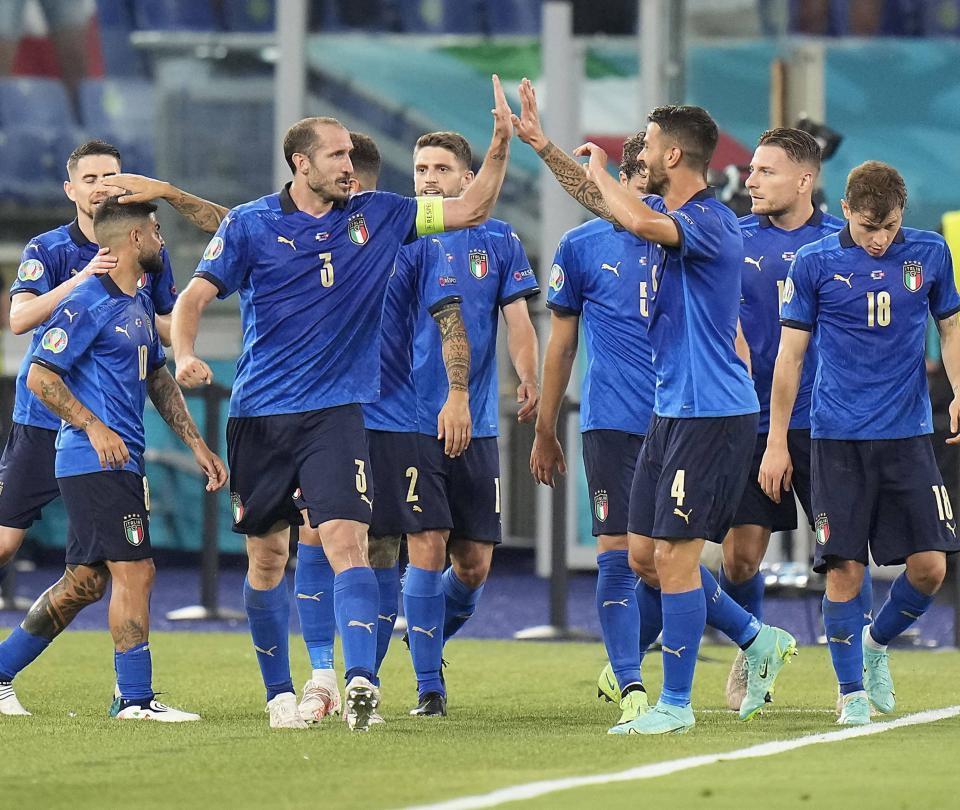 Italia golea y se perfila directo a octavos de final