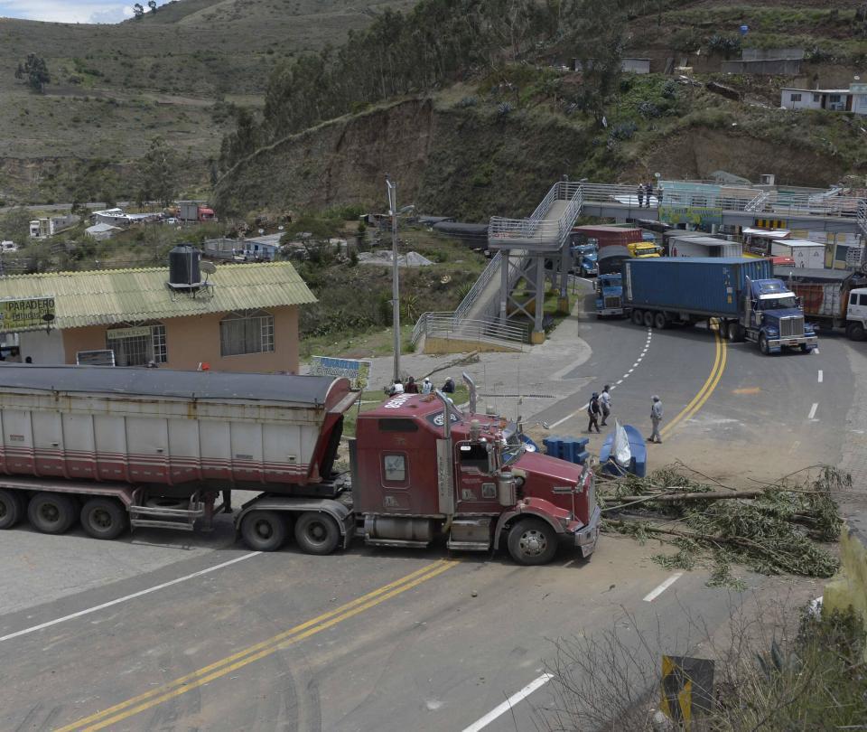 Ecuador: cierran vías en segundo día de protestas contra política económica