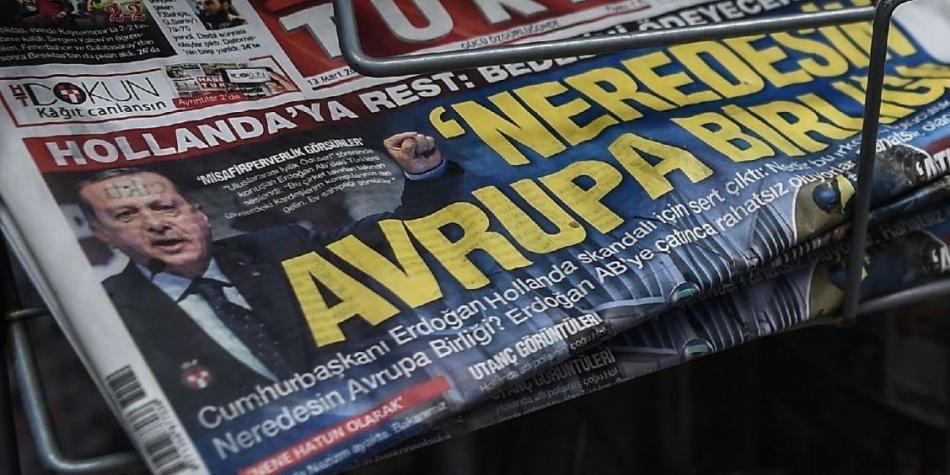 Policía holandesa expulsa a ministra turca en medio de crisis diplomática