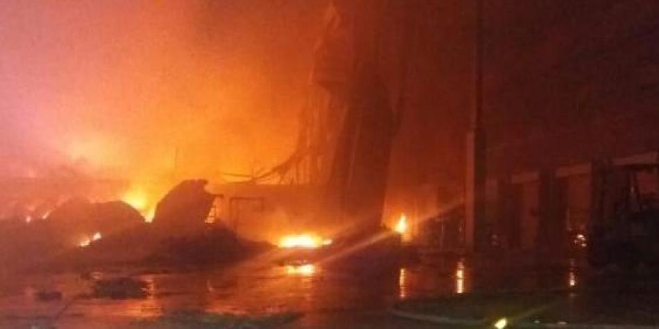 Voraz incendio en establecimiento de Acopi, en Yumbo