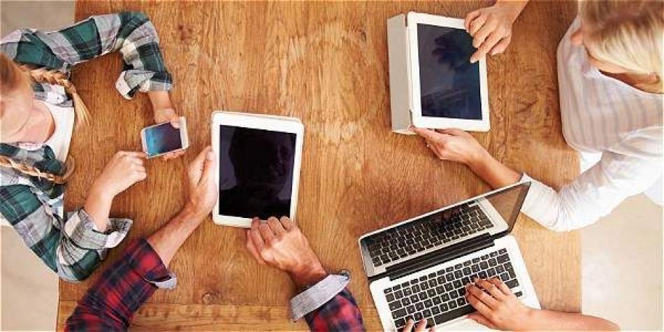 Un consejo para mejorar la relación con las TIC es que padres e hijos  evalúen cómo son sus hábitos respecto a las redes sociales. de7a7c8716