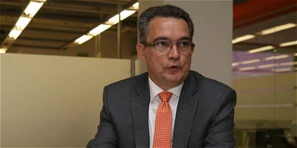 Ministro Hacienda Colombia confirma que se reunió con directivas de Odebrecht