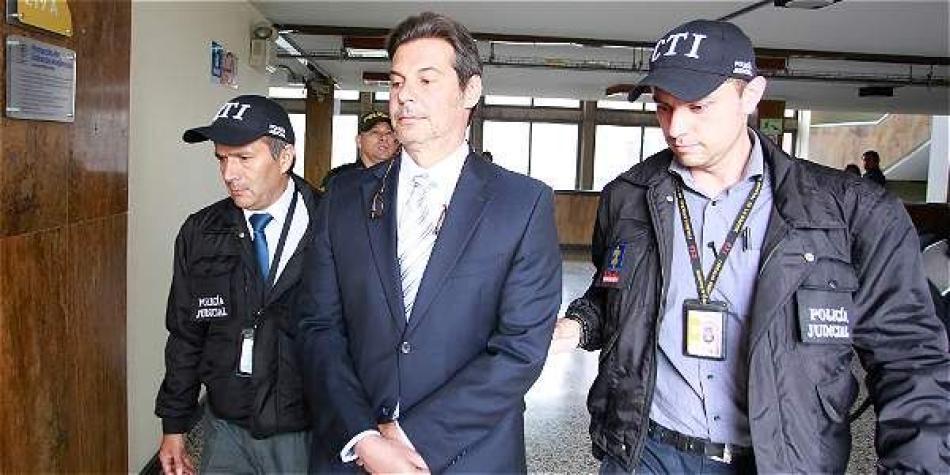 Remueven al fiscal Valbuena — Carrusel de contratos