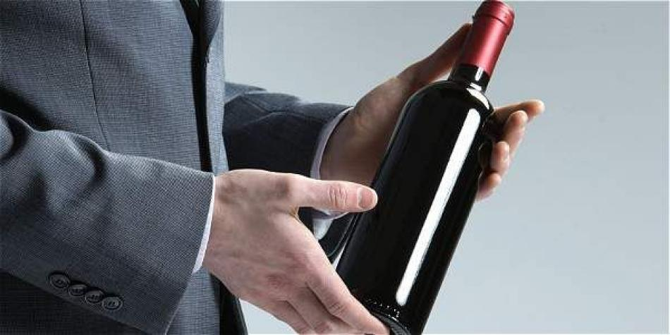 e7bf4e22a Protocolo a la hora de llevar una botella de vino de regalo - Especiales -  ELTIEMPO.COM