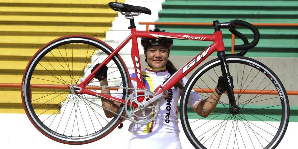 Martha Bayona medalla de plata en el Keirin