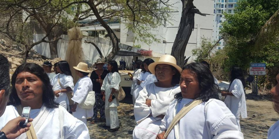 Resultado de imagen para Indígenas protestan en El Rodadero por construcción de edificio en un lugar sagrado