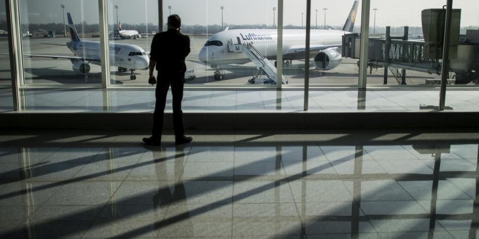 Resultado de imagen de EE.UU. prohíbe el uso de dispositivos electrónicos en vuelos procedentes de ocho países