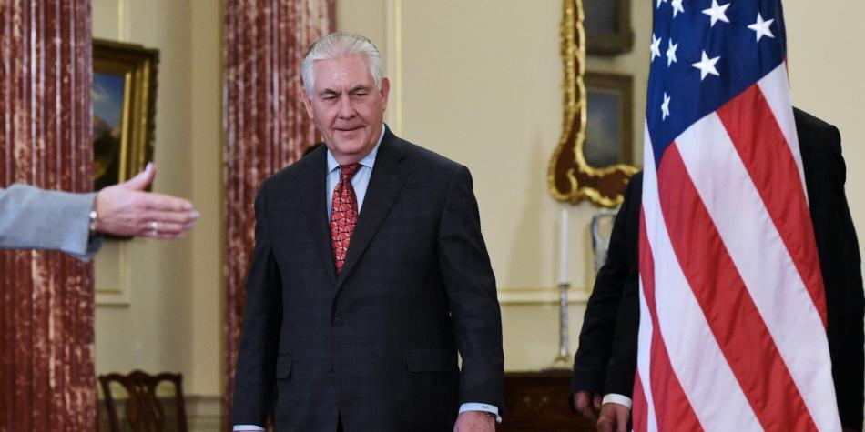 Tillerson pide que OTAN incremente papel para derrotar EI