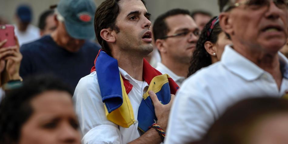 Maduro pide demandar opositores que acusen a fuerza pública de