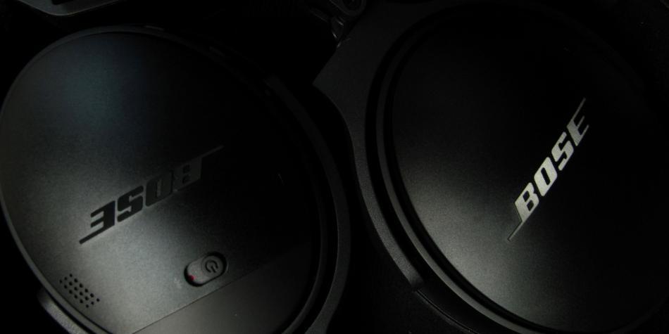 ¿Te espían tus audífonos? demandan a Bose por vender datos sin permiso