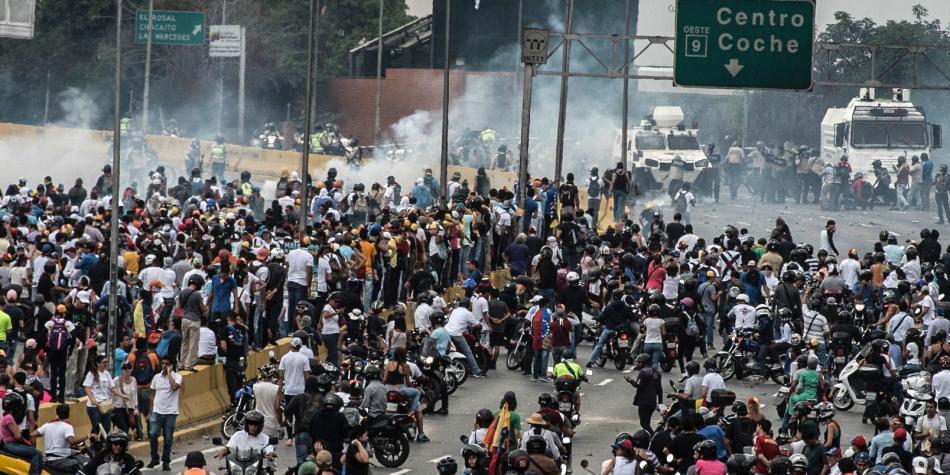 Saqueos violentos en Caracas dejan unos diez muertos — Venezuela
