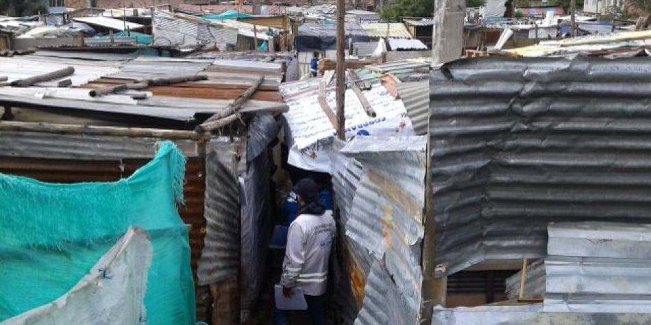 Decenas de personas amanecieron en la calle tras desalojo en Suba