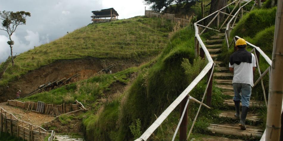 Anglogold anuncia que detiene todas las actividades en Cajamarca
