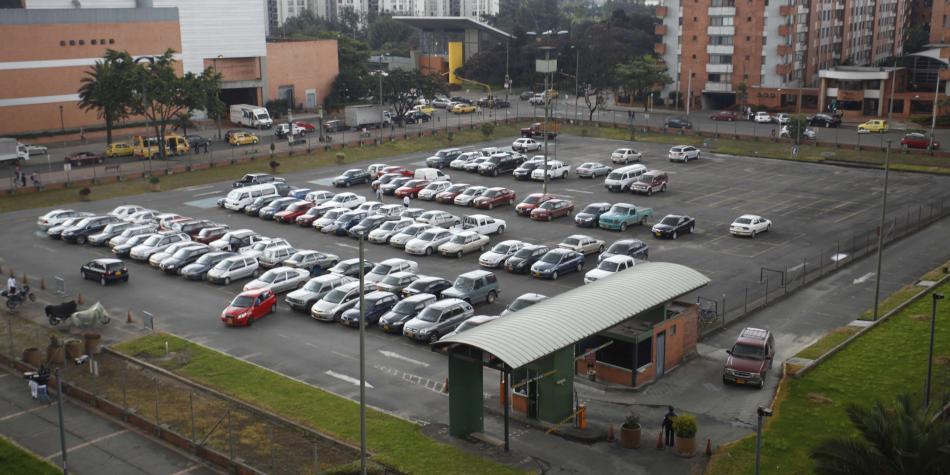 Bogotá modifica pico y placa para taxis y precio de los parqueaderos