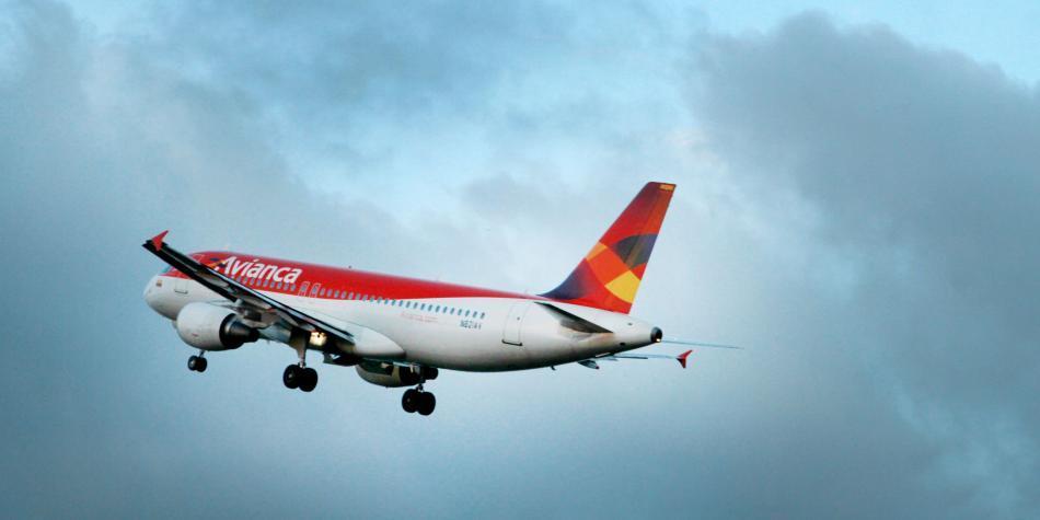 Millonaria sanción podría pagar pasajera de avión por escándalo