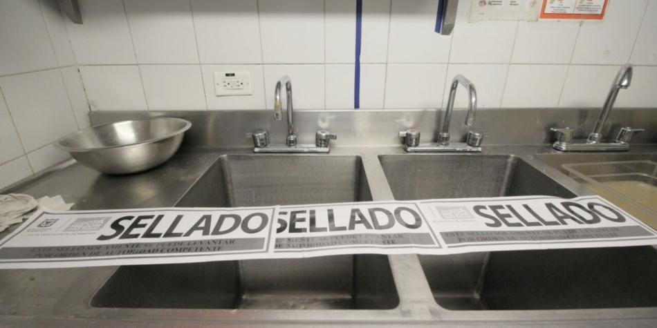 Cierran restaurantes de centro comercial en Suba por contaminar humedales