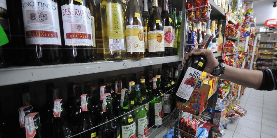 0adb1c2c2 Hasta ahora el consumidor no se ha mostrado dispuesto a pagar más por una  botella de licor o de vino.