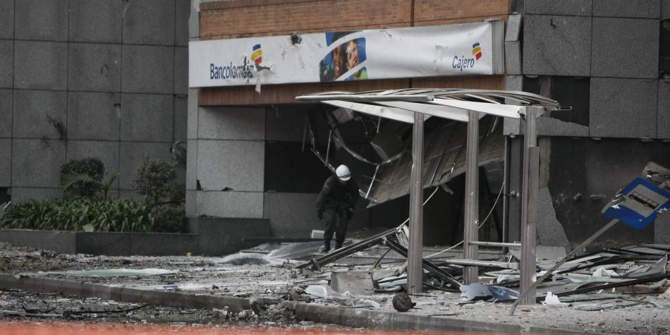 Libres guerrilleros responsables de carro bomba a Caracol Radio — COLOMBIA