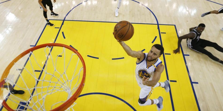 Warriors derrotan a los Spurs con amplio marcador