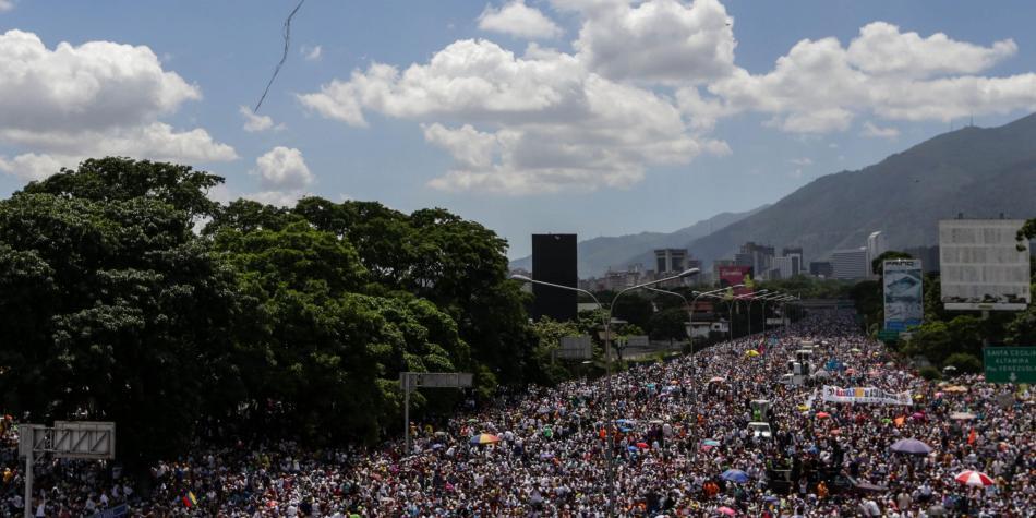Maduro llama al chavismo a