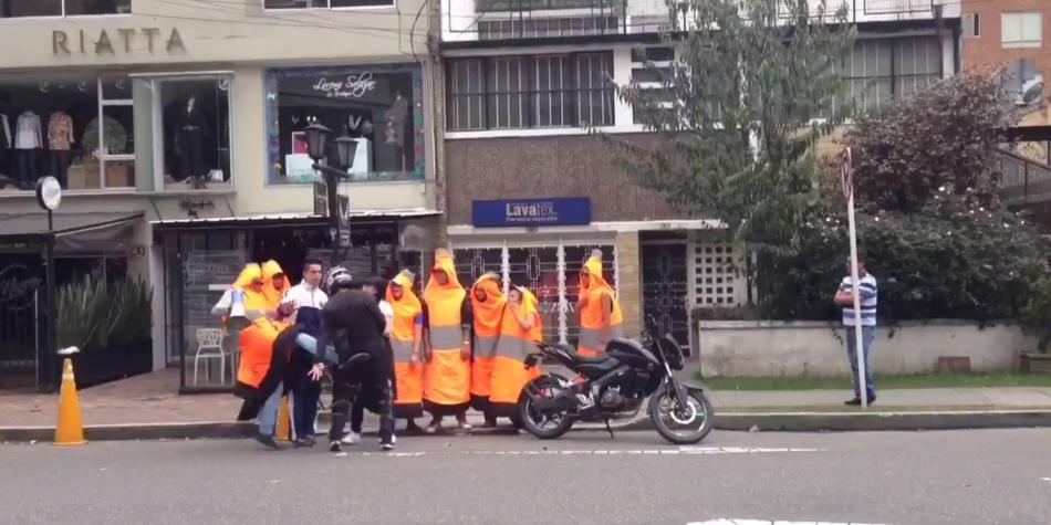 Joven 'cono' ofrece disculpas tras protagonizar pelea con motociclista infractor