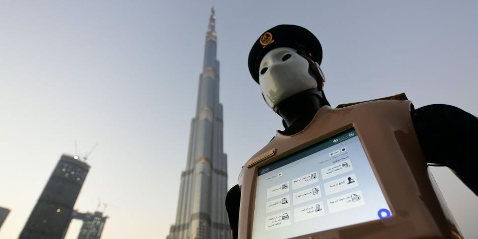 Primer robot policía del mundo en Dubai