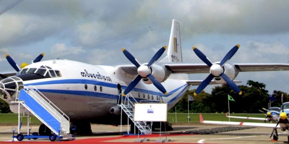 Avión con más de 100 personas a bordo se estrella en Birmania