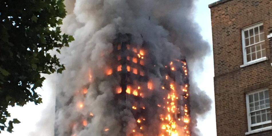 Van 12 muertos tras incendio en edificio de Londres
