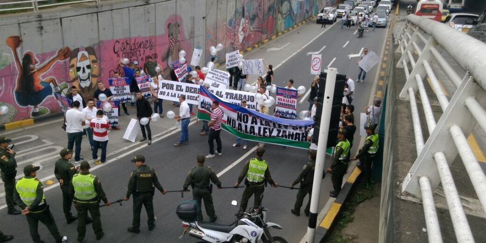 Comerciantes de licores de Cali protestan rechazando Ley Seca decretada por Alcaldía