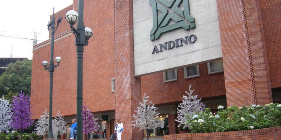 Explosión en centro comercial de Bogotá, deja tres muertos y 11 heridos