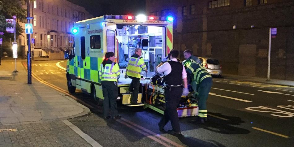 Un muerto tras atropello masivo junto a mezquita de Londres — FOTOS