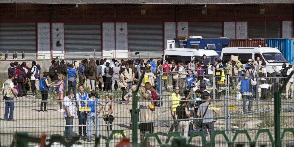 Desalojan a 2 mil migrantes de un campamento ilegal en París