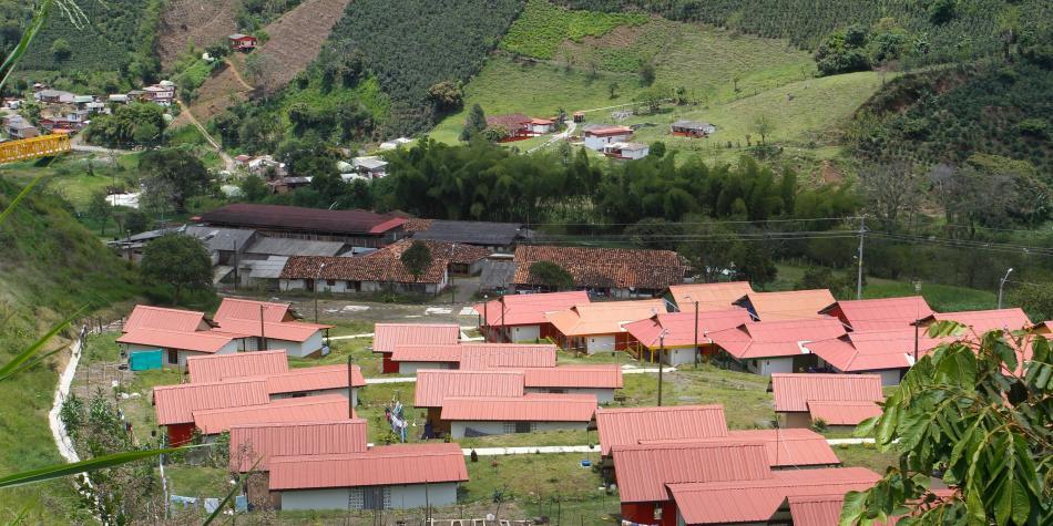Termina la reconstrucción de Salgar con la entrega de 186 viviendas