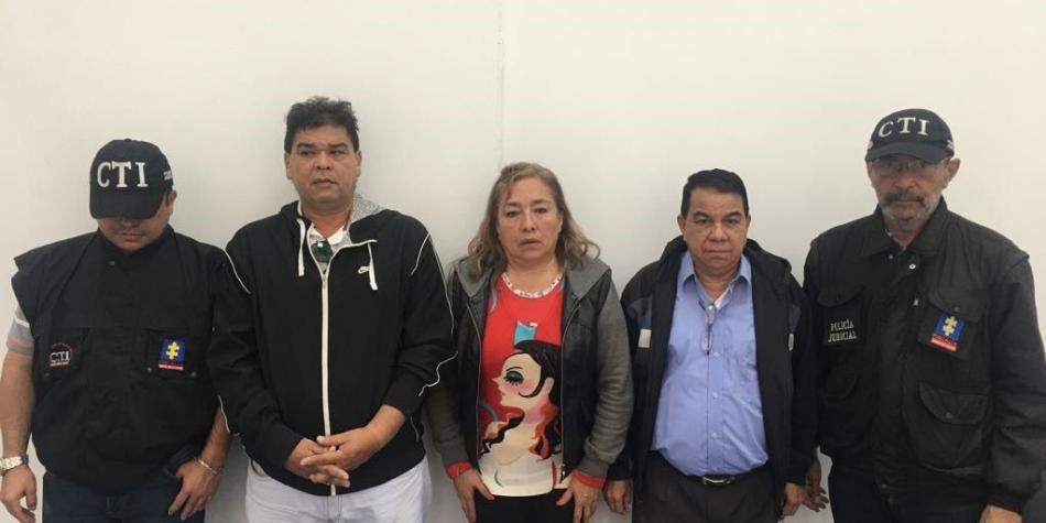 Capturan a tres personas por estafa a 2300 docentes con títulos falsos