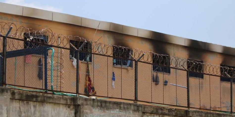 Bomberos atienden incendio en la cárcel Modelo, de Barranquilla — COLOMBIA