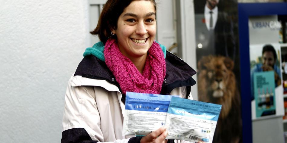Uruguay empieza a vender marihuana en farmacias