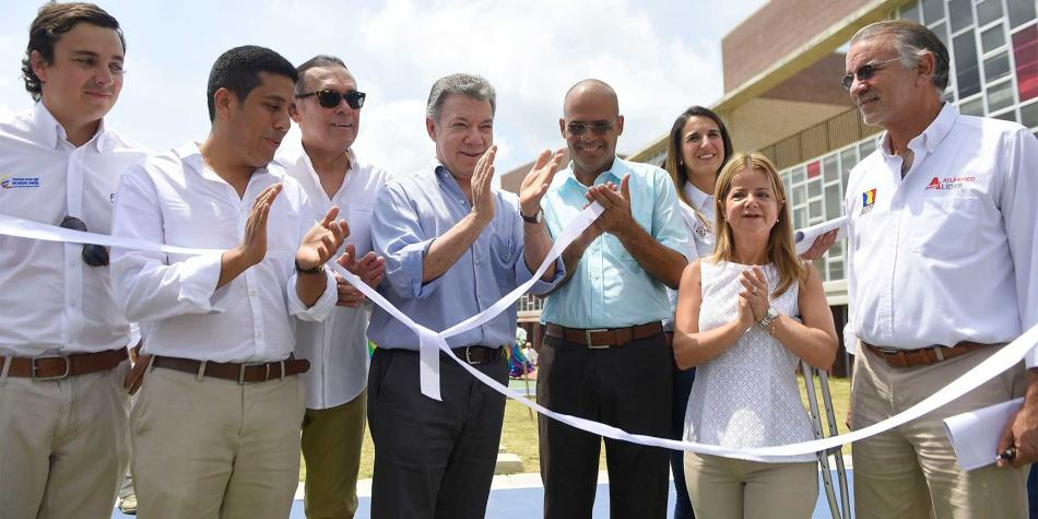 Santos entreg el megacolegio m s grande del atl ntico for Restaurante terraza de la 96 barranquilla