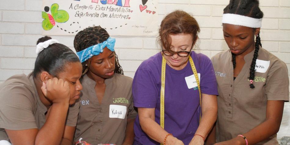 e2e4c3a7000c Designlab Give capacita en confección a niñas en la Fundación Juan Felipe  Gómez Escobar - Otras Ciudades - Colombia - ELTIEMPO.COM