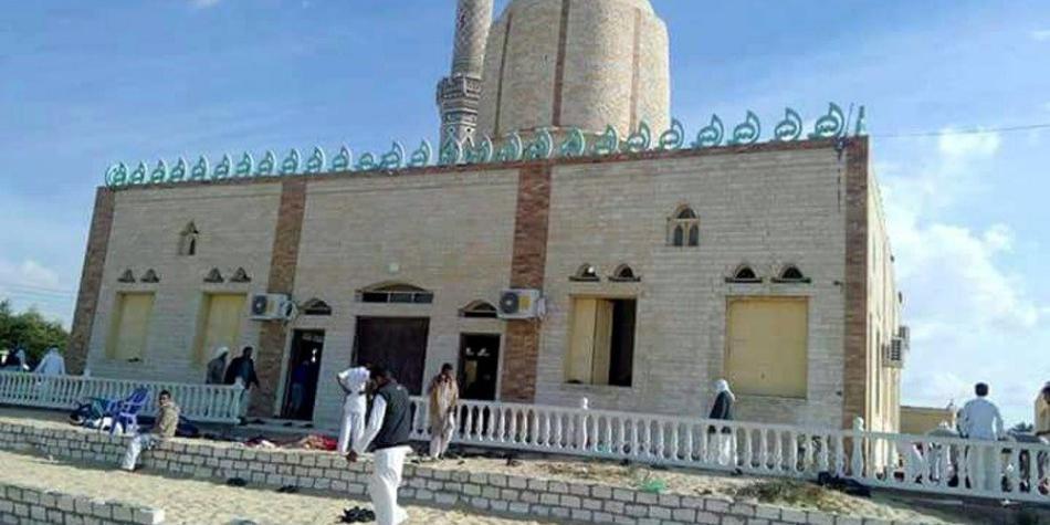 Al menos 235 muertos deja ataque terrorista en una mezquita en Egipto