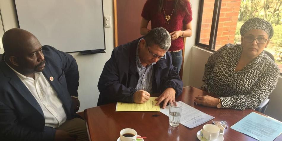 Candidatos de Farc firmas actas para acudir a la JEP
