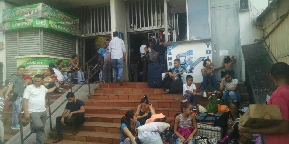 70 Venezolanos Fueron Desalojados Del Terminal De Cucuta Otras Ciudades Colombia Eltiempo Com